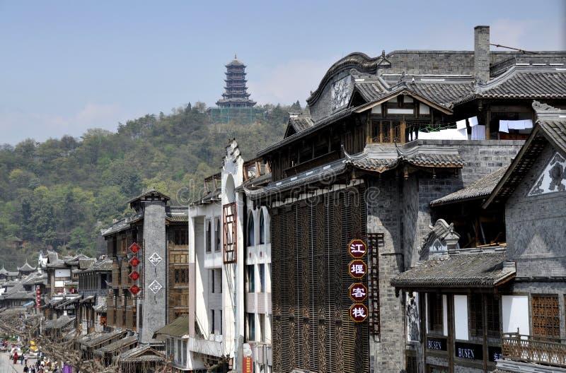 Dujiangyan, China: Edifícios chineses clássicos imagem de stock