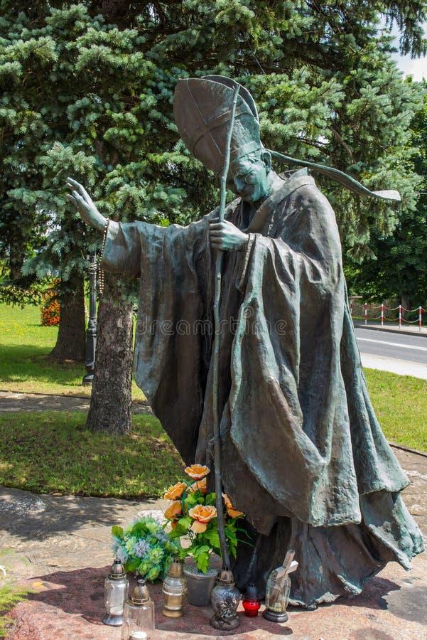 Dukla Polen - Juli 20, 2016: Staty av St John Paul III i fr arkivfoton
