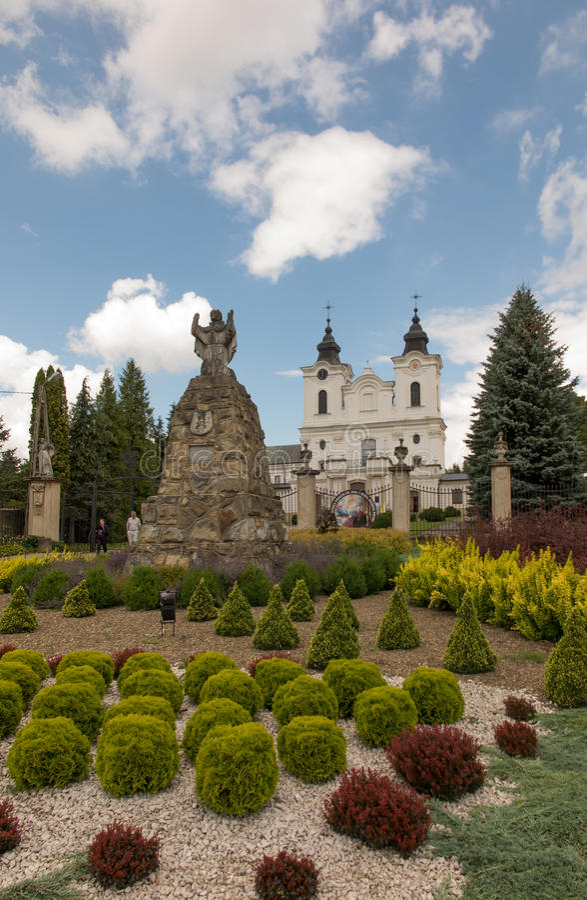 Dukla, Pologne - 22 juillet 2016 : Vieille statue de Mary devant le Th images libres de droits