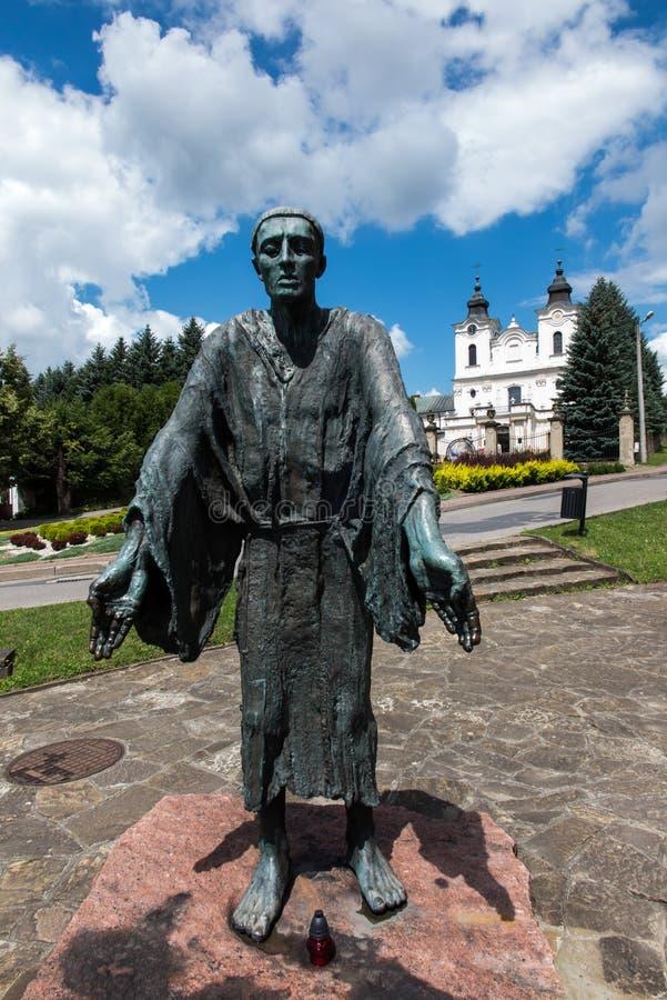 Dukla, Polonia - 20 de julio de 2016: Monumento y capilla de St John o imagen de archivo libre de regalías