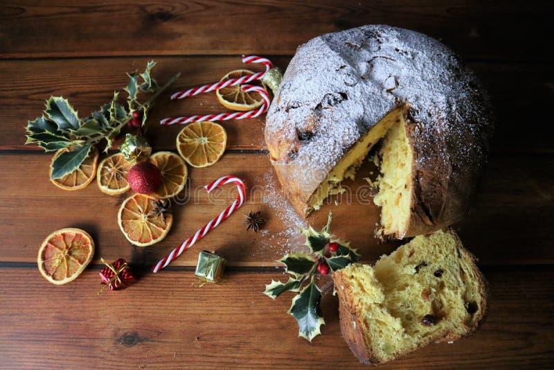 Dulce de la Navidad del panettone foto de archivo libre de regalías