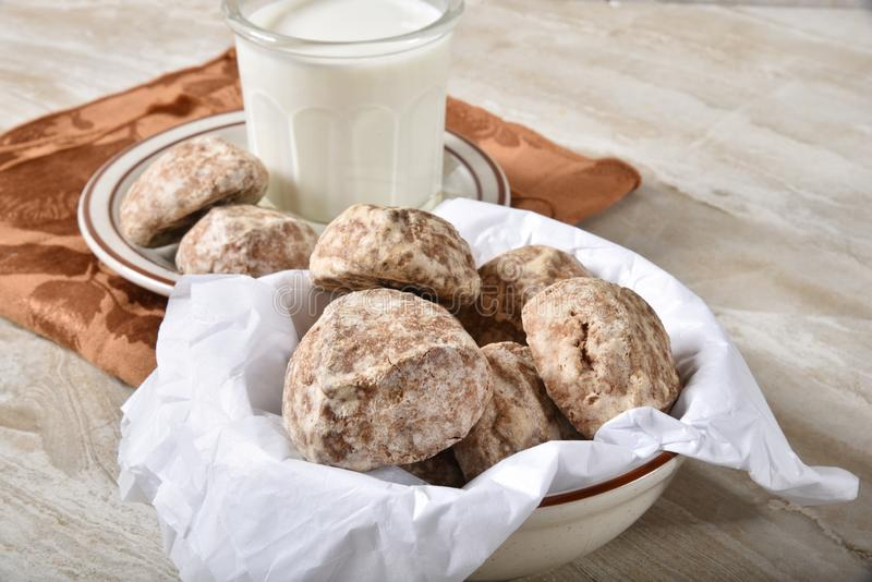 Dulce de leche kakor med mjölkar arkivbild