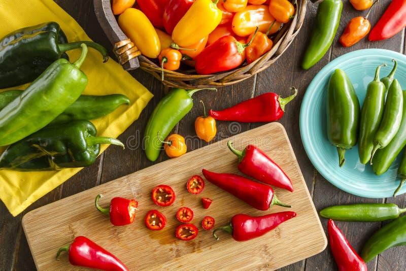 Dulce y Chili Pepper Varieties calientes imagen de archivo libre de regalías