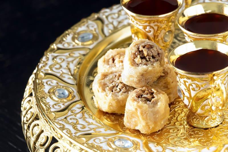 Dulces árabes tradicionales del placer con los anacardos Dulces del este Cierre para arriba fotos de archivo