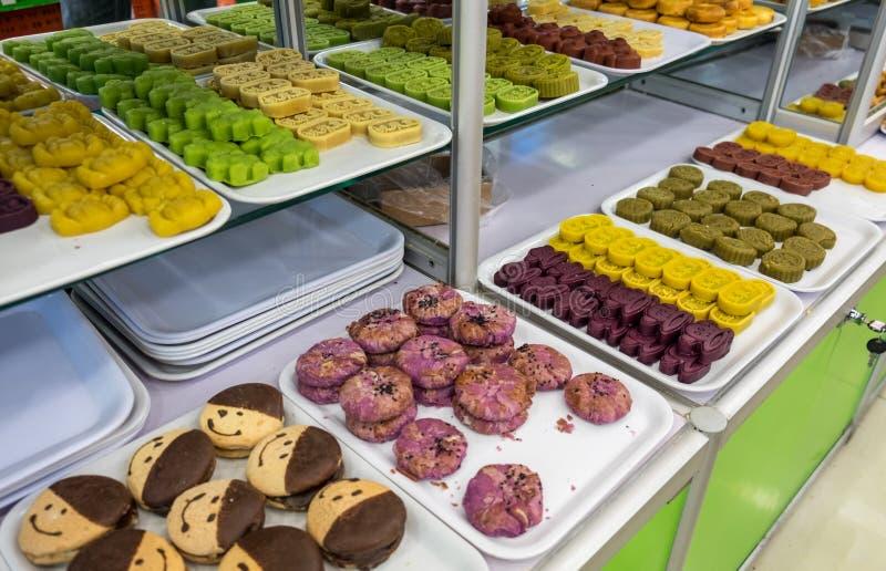 Dulces chinos en venta en la tienda de los dulces imagen de archivo