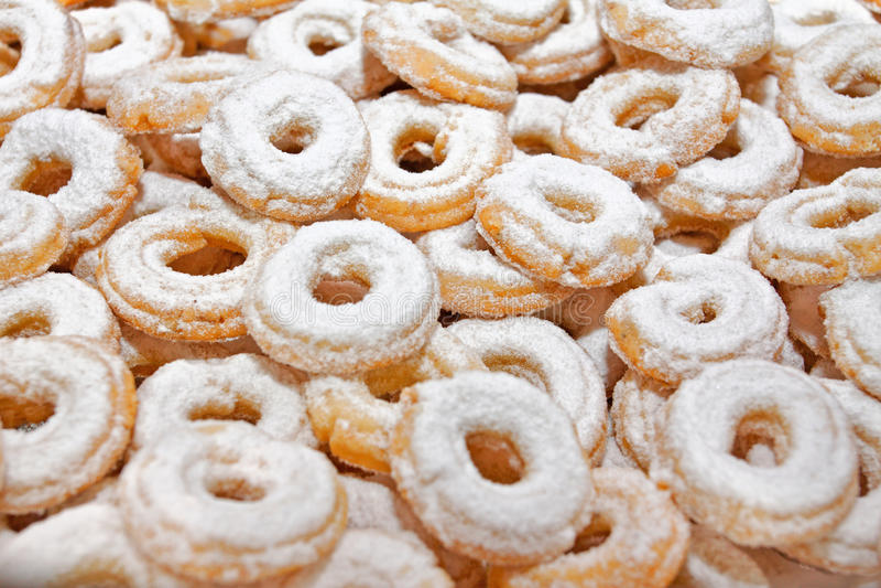 Dulces de la Navidad con el azúcar pulverizado imagenes de archivo