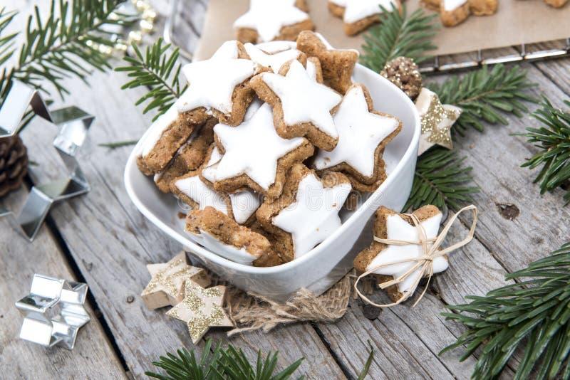 Dulces de la Navidad (galletas del canela) imagen de archivo libre de regalías