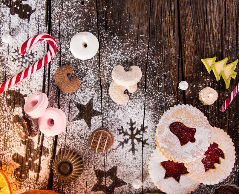 Dulces de la Navidad sobre el fondo de madera, primer imágenes de archivo libres de regalías