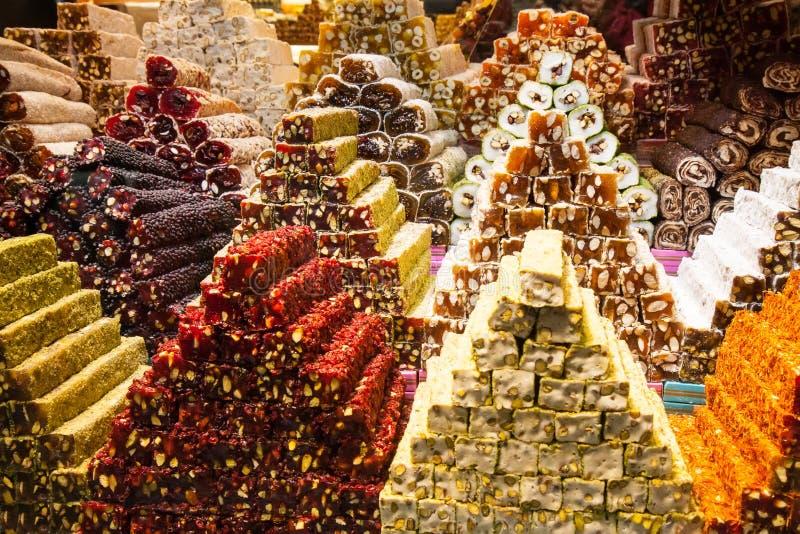 Dulces del placer turco en el mercado de la especia adentro imágenes de archivo libres de regalías