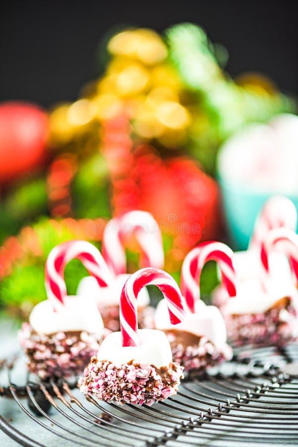 Dulces festivos coloridos y creativos de la Navidad imagen de archivo libre de regalías