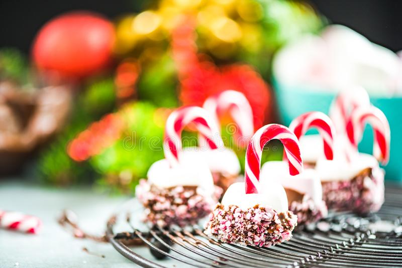 Dulces festivos coloridos y creativos de la Navidad foto de archivo libre de regalías