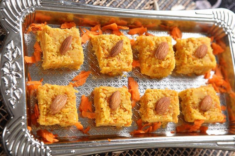 Dulces pudín, zanahoria Barfi de la zanahoria fotos de archivo