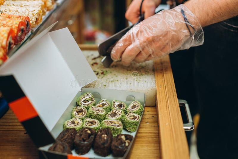 Dulces turcos en el bazar egipcio Estambul fotos de archivo