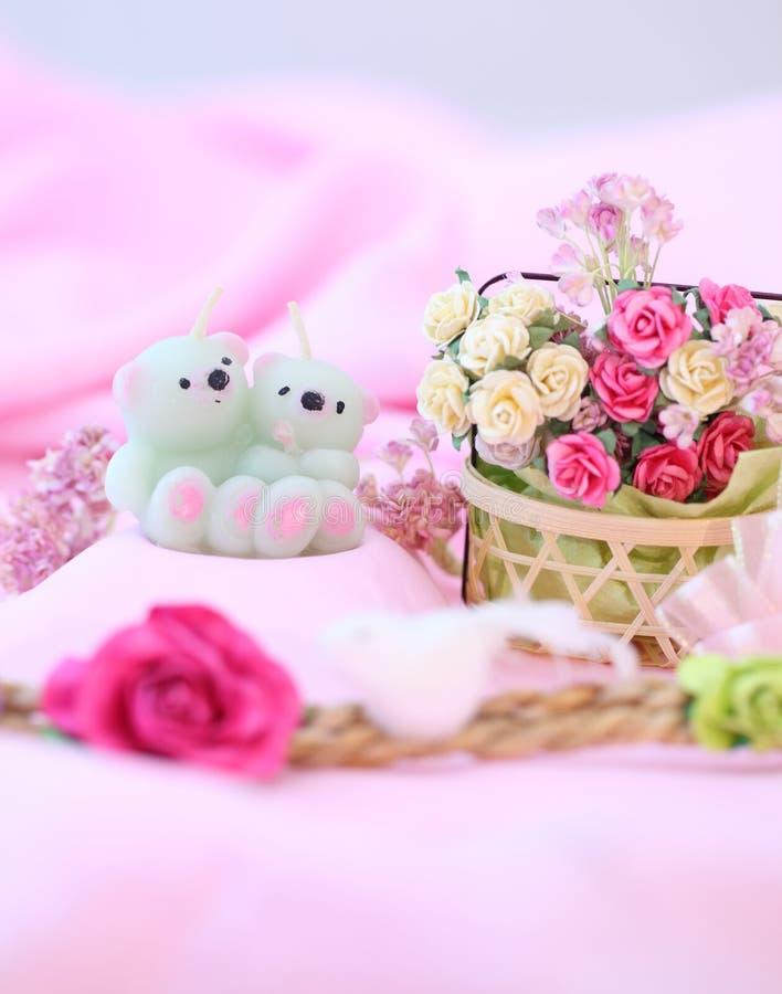 Dulces y osos de la vela Para el día de San Valentín del amor imagen de archivo libre de regalías