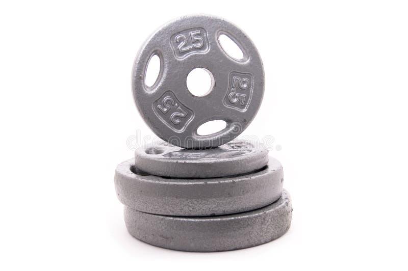 Dumbbell-Gewichte gestapelt auf Weiß stockbild