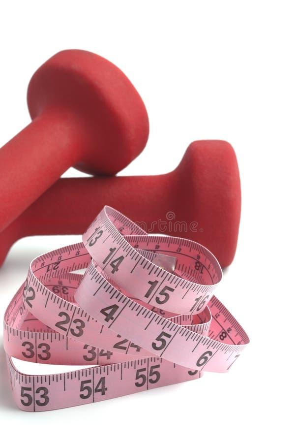 Dumbbell-Gewichte mit Maßband stockfoto