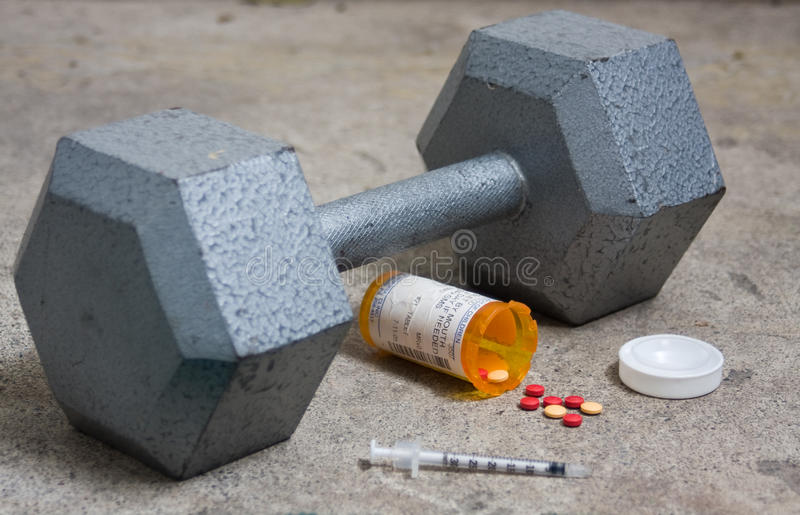 Dumbbell mit Steroiden und Nadel lizenzfreies stockbild