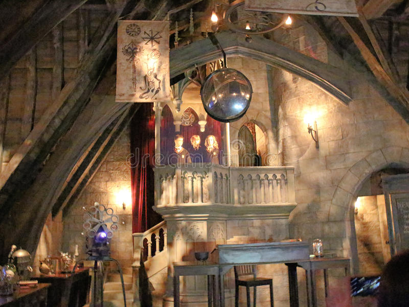Dumbledore` s bureau in de Wizarding-Wereld van Harry Potter stock foto's