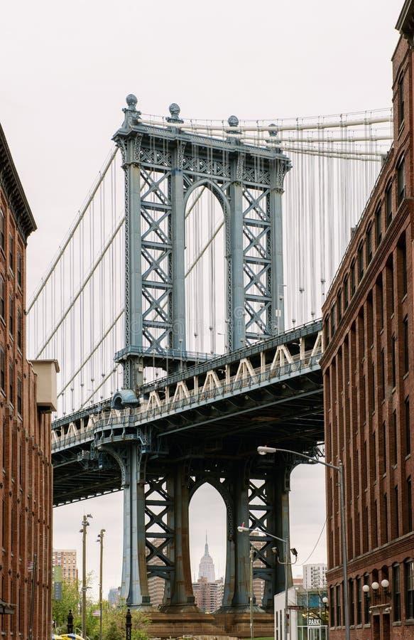 从Dumbo看见的曼哈顿桥梁,布鲁克林,纽约 免版税库存图片