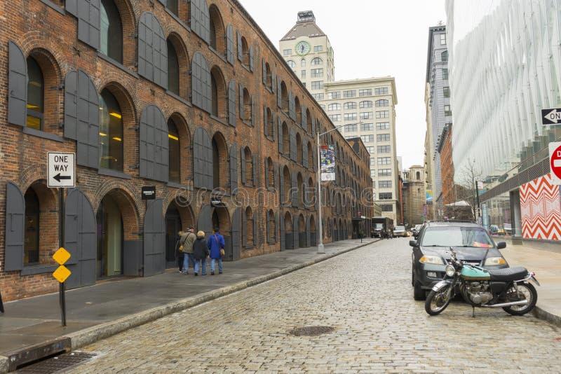 DUMBO邻里街道视图在布鲁克林在纽约,美国 库存图片