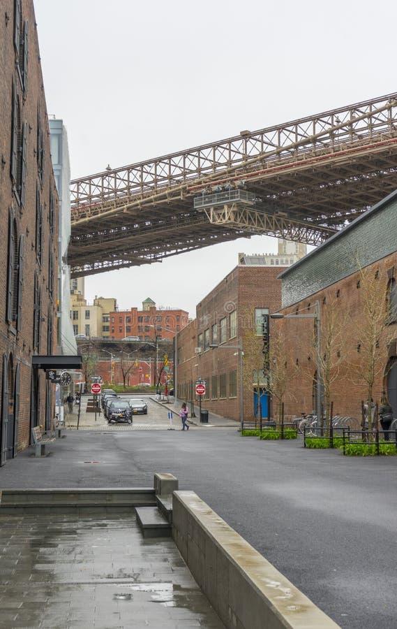 DUMBO邻里街道视图在布鲁克林在纽约,美国 图库摄影