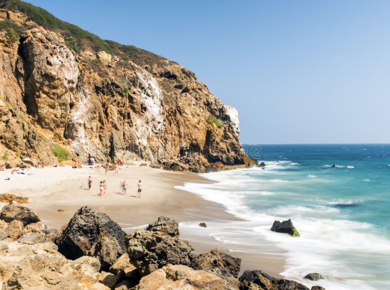 Dume zatoczka Malibu, Zuma plaża, szmaragd i błękitne wody w raj plaży otaczającej falezami, zupełnie Dume zatoczka, Malibu, Kali zdjęcie royalty free