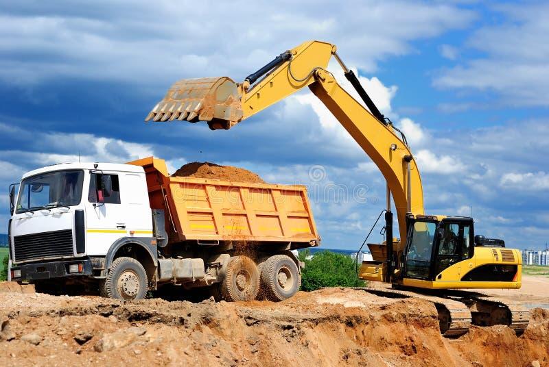 dumper ekskawatoru ładowania ciężarówka obrazy royalty free