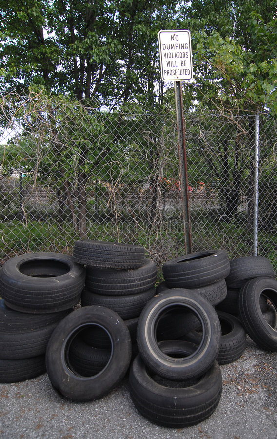 Download Dumping illégal image stock. Image du illégal, environnement - 739421