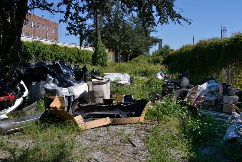 Dumping urbain de déchets d'environnement image libre de droits