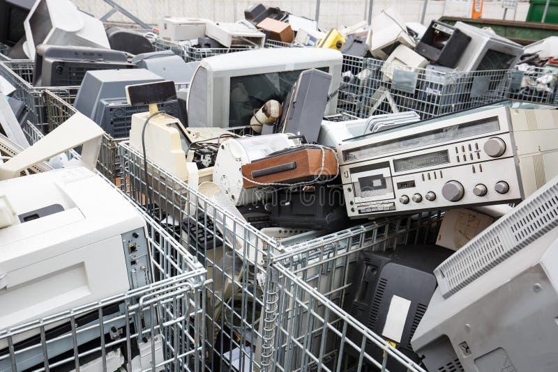 Dumpsite de los dispositivos electrónicos foto de archivo libre de regalías