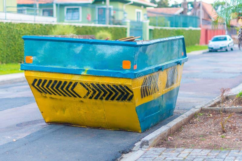Dumpster för avfalls för konstruktionsmaterial royaltyfria foton