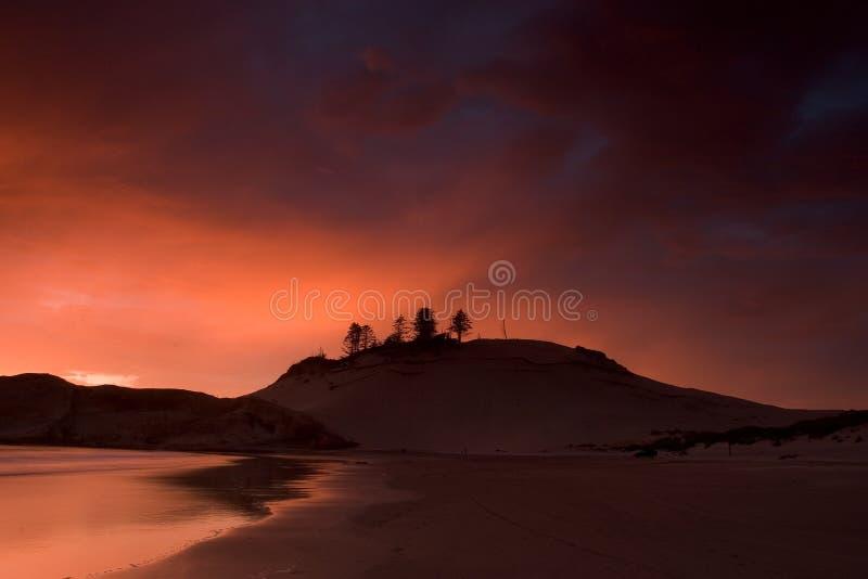 Download Duna al tramonto immagine stock. Immagine di scuro, sabbia - 218413