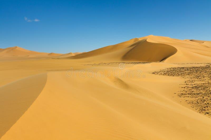 Duna bonita - ERG Tamesset, Sahara, Líbia imagens de stock