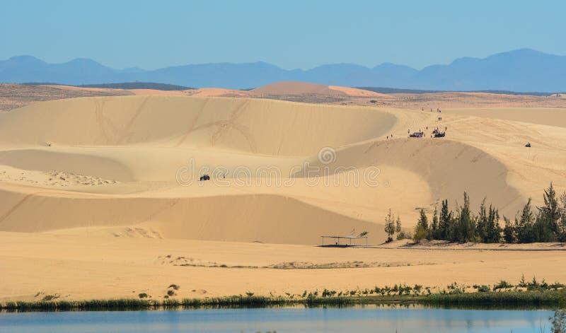 Duna de arena blanca del paisaje en Muine foto de archivo