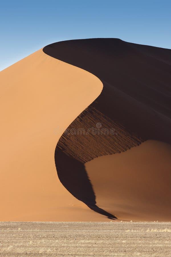 Duna de arena en Namibia foto de archivo