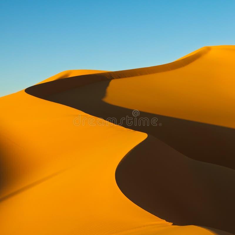 Duna di sabbia - mare della sabbia di Awbari - deserto di Sahara, Libia fotografia stock libera da diritti