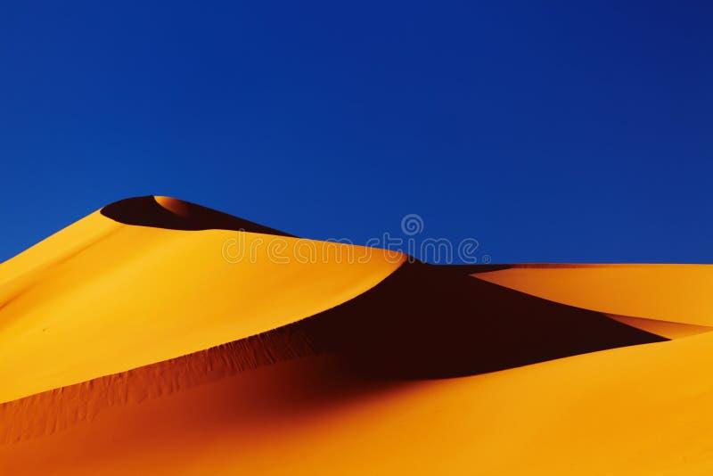 Duna di sabbia nel deserto di Sahara immagini stock libere da diritti