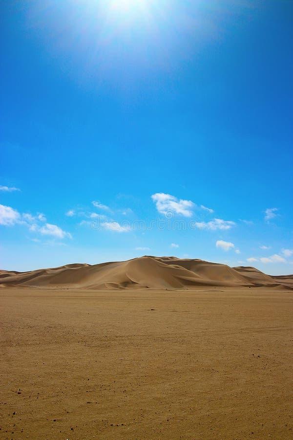 Duna en el desierto de namib ?frica fotos de archivo
