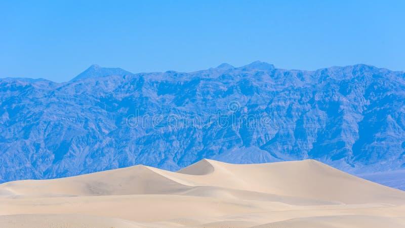 Dunas de areia do Mesquite no deserto do Vale da Morte, Calif?rnia, EUA imagens de stock