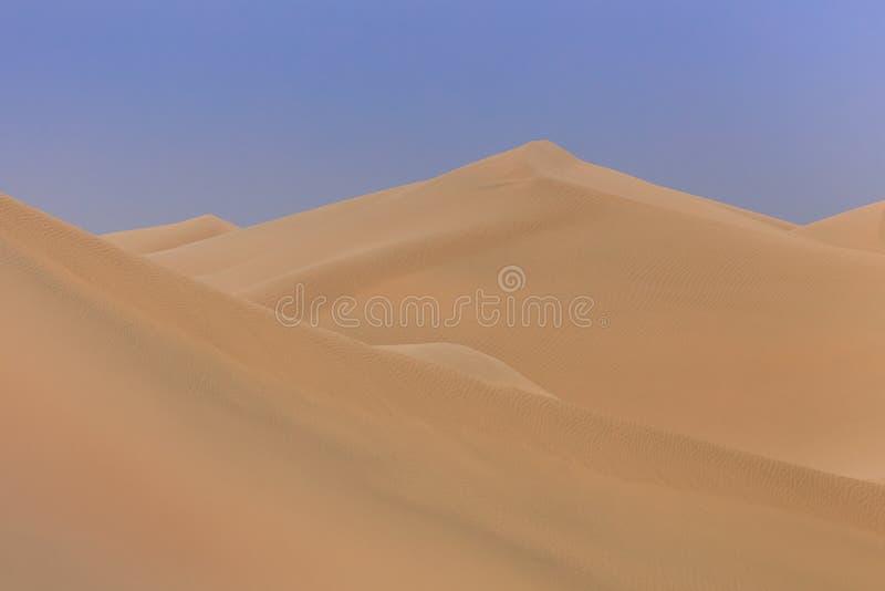 Dunas de areia no deserto de Abu Dhabi foto de stock royalty free