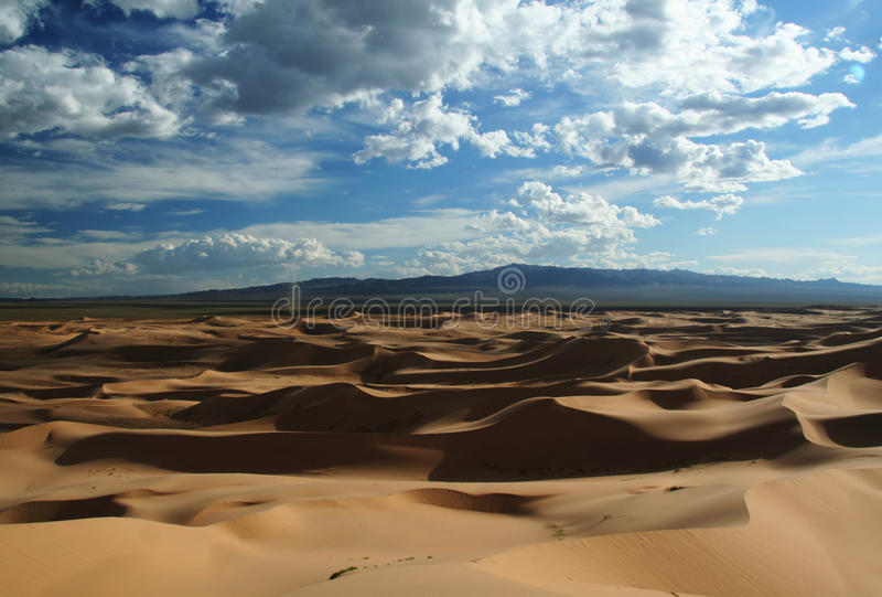 Dunas de arena en el desierto de Gobi imagen de archivo