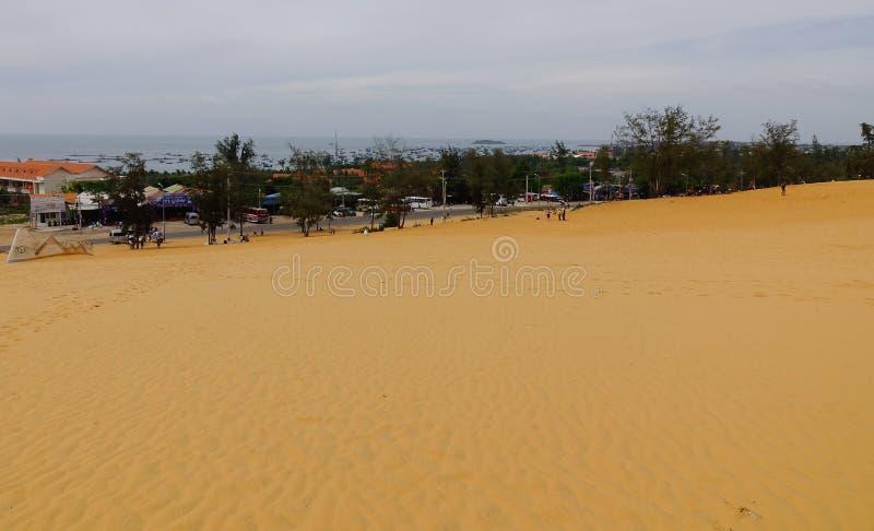 Dunas de arena en Mui Ne Township, Vietnam imagen de archivo