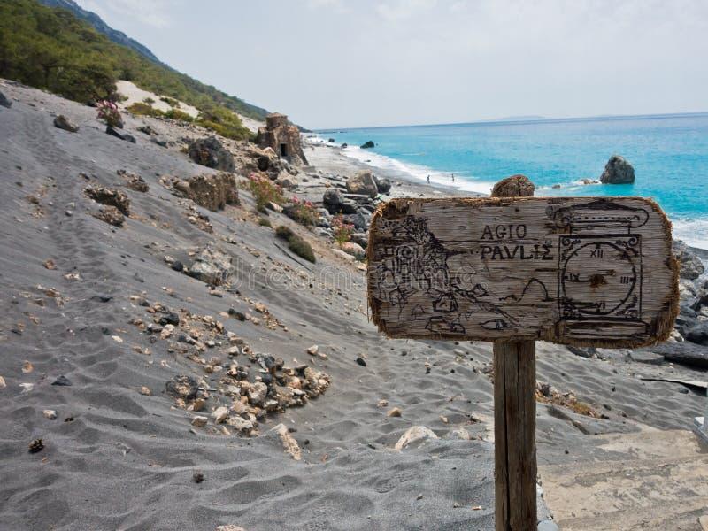 Dunas de arena de la playa de Agios Pavlos del rastro e4 entre Loutro y Agia Roumeli en el sudoeste de la isla de Creta foto de archivo libre de regalías