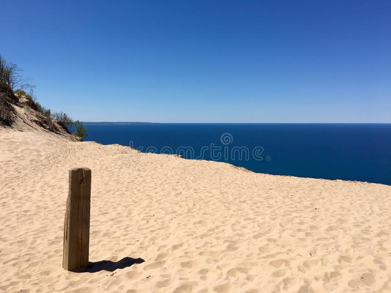 Dunas do urso do sono, o Lago Michigan imagem de stock