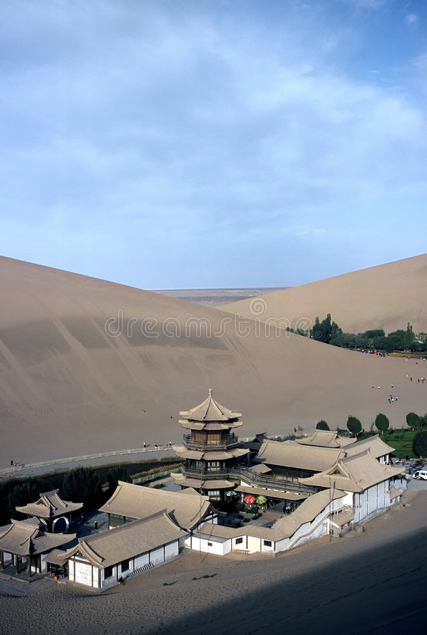 Dunas e Tempel Dunhuang, China fotos de stock