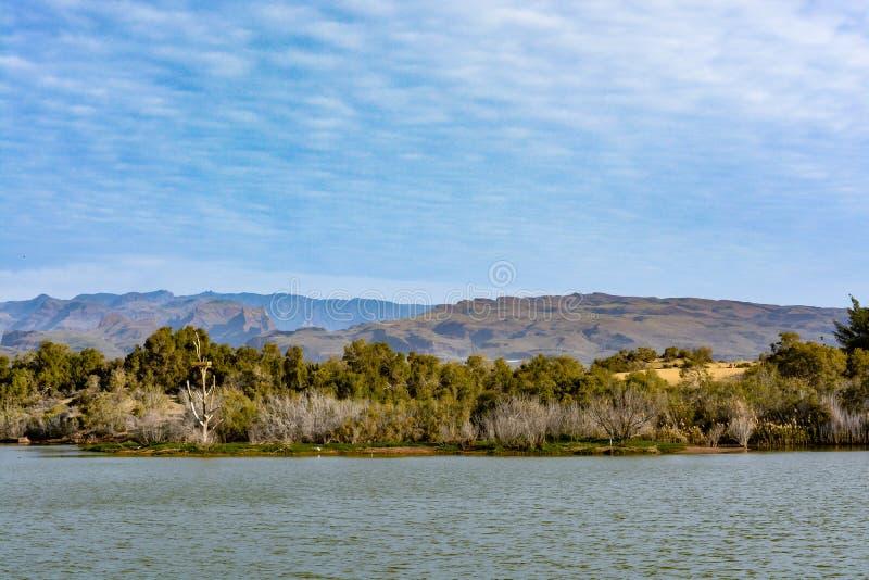 Dunas famosas na ilha de Gran Canaria (canário grande), entre Maspalomas e Playa del Ingles, parque nacional, reserva imagem de stock