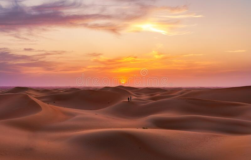 Dunas vacías del desierto en Liwa, Abu Dhabi, Emiratos Árabes Unidos imágenes de archivo libres de regalías