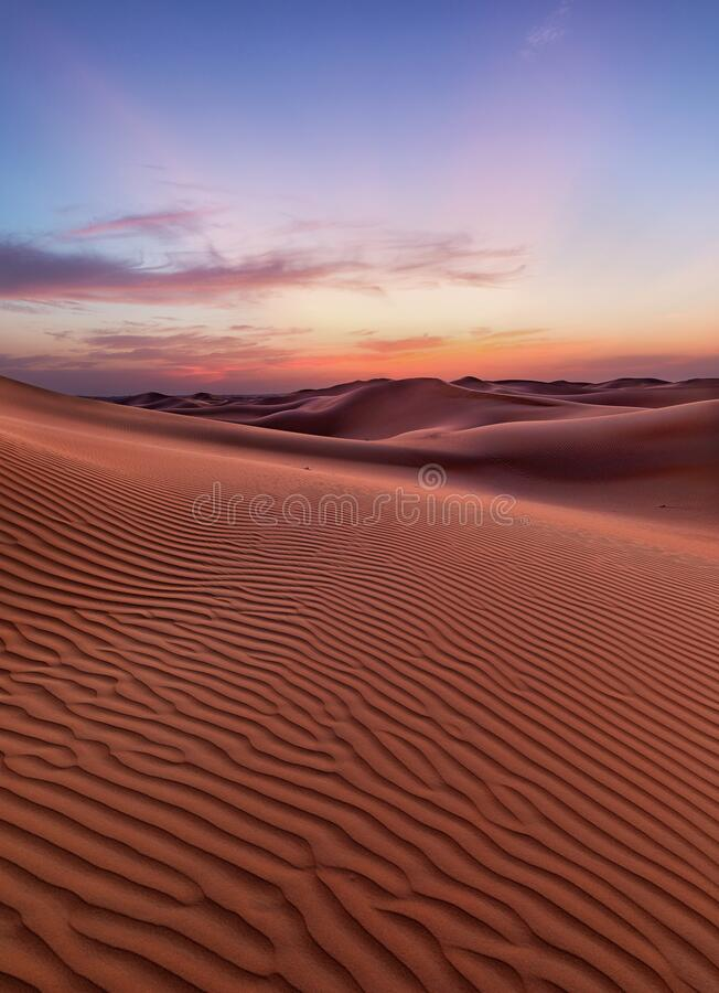 Dunas vacías del desierto en Liwa, Abu Dhabi, Emiratos Árabes Unidos fotos de archivo