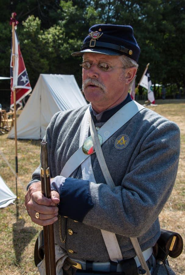 Duncan Mills, Calif/14 de julho de 2012: Homem no uniforme militar imagem de stock royalty free