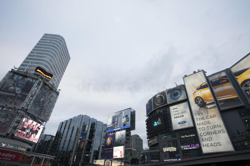 Dundas-Quadrat Yonge-Straße Toronto stockfotografie